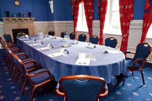 chilworth-manor-meeting-space-08-83920