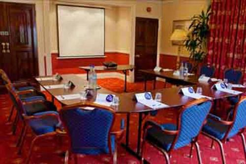 chilworth-manor-meeting-space-10-83920