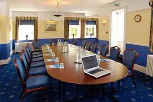 chilworth-manor-meeting-space-16-83920